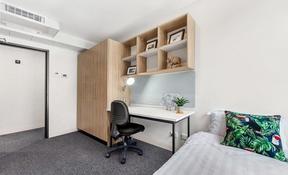 2 Bedroom Apartment Ensuite Large