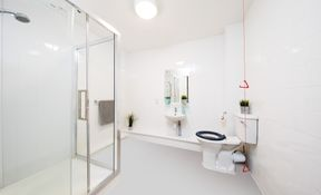 Classic accessible en-suite room