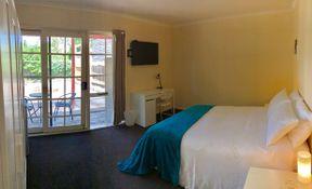 Room 6- Queen/Twin