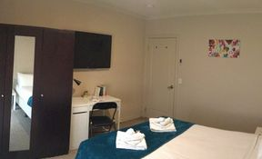 Room 6 - (Ensuite) Executive Single
