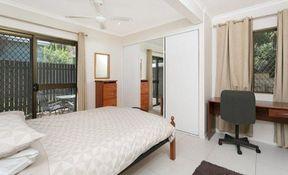 10 Bed 4 Bath - Room 3