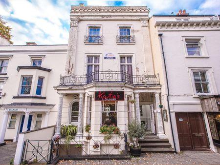 25 Warwick Row