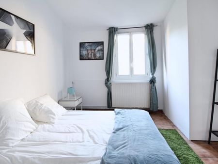 Lovely double bedroom in La Bastide