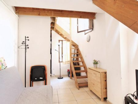 Neat and cosy double bedroom near the Notre Dame du Mont metro