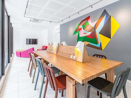 Appealing studio in a residence, in Carmes