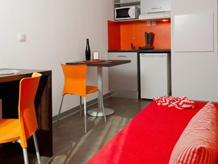 Very cool apartment in a residence, in Talence