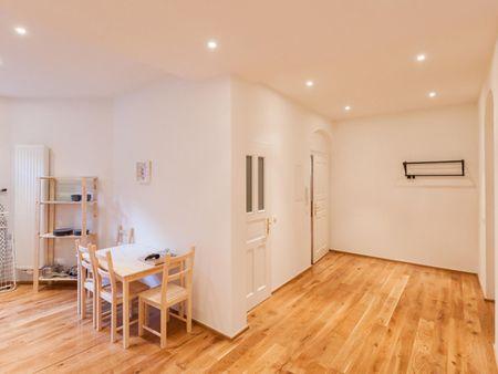Roomy single bedroom near Thalkirchen metro station, in Sending