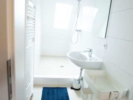 Sunny single-bedroom in a shared flat in Stuttgart Mühlhausen, near Hofen subway station