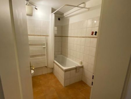 Comfortable single-bedroom in a 6-bedroom apartment in Bremen Altstadt, 15 minutes walk to the University