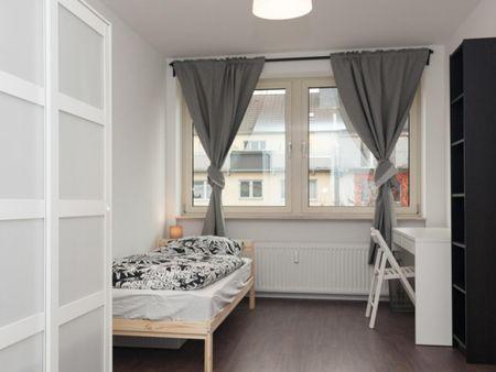 Restful single bedroom near the Oststraße metro