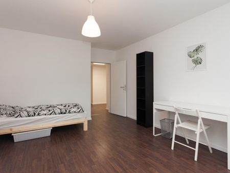 Inviting single bedroom in a student flat, in Stadtmitte