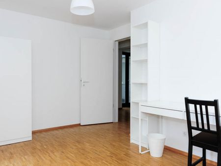Homelike single bedroom in a 4-bedroom apartment