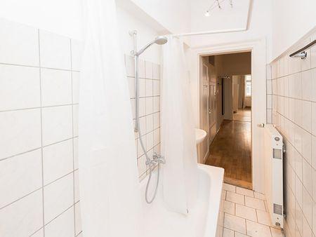 Single bedroom in a 3-bedroom flat near Goetheplatz metro station