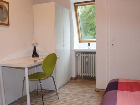 Comfortable single-bedroom in a 6-bedroom apartment in Bremen Altstadt right next to Wallanlagen Park