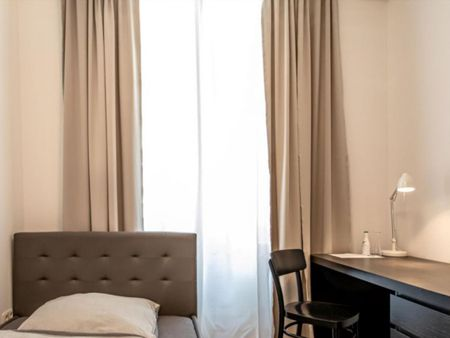 Amazing single-bedroom in a 3-bedroom apartment in Frankfurt Sceneviertel right next to the central train station