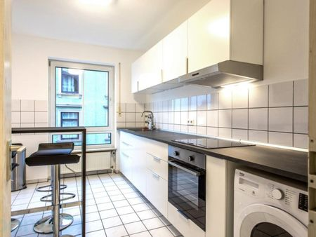 Furnished bedroom in 4-bedroom apartment in Frankfurt Niederrad