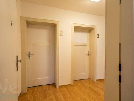 Wonderful single-bedroom in a 3-bedroom apartment in Frankfurt- Rödelheim, near an S-Bahn train station