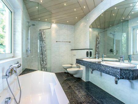 Amazing single-bedroom in a 9-bedroom house in Frankfurt, Bonames