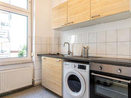 Nice single-bedroom in a 3-bedroom apartment in Frankfurt, Sachsenhausen, near S-Bahn train station