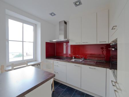 Wide and bright single bedroom in a 3-bedroom flat, in Haidhausen