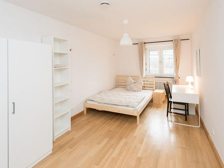 Interesting double bedroom in a 3-bedroom flat, in the heart of Munich