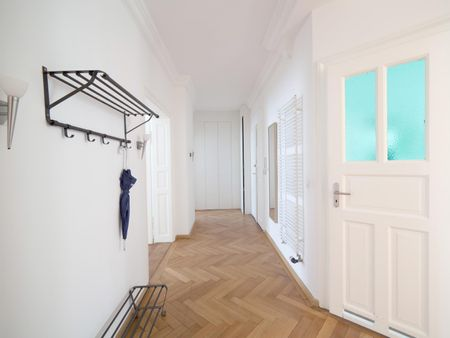 Large single bedroom with a nice décor in the heart of Munich