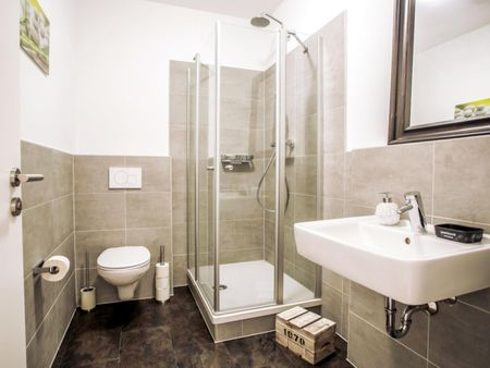 Wonderful double-bedroom in 10-bedroom apartment in Frankfurt, near the central train station