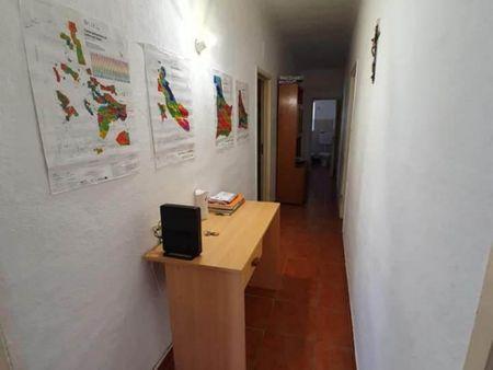 Double bedroom in a 3-bedroom house in Évora