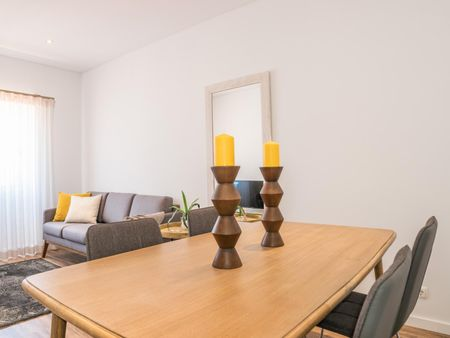 Classy 2-bedroom flat in the Sé area