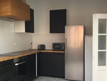 Neat single ensuite bedroom in the centre of Aveiro