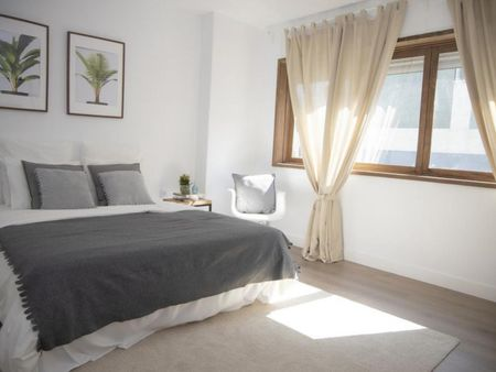 Modern double bedroom close to Universidade do Minho