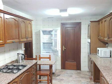 Comfy single bedroom in a 13-bedroom flat in San Basílio