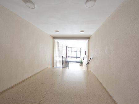 Comfy double bedroom in a 3-bedroom apartment in proximity to Universidad De Córdoba