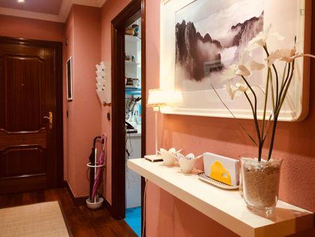 Bright double bedroom in a 4-bedroom apartment near Plaza de la Convivencia