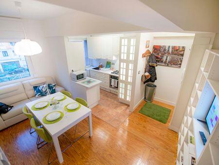 Nice double bedroom in Castaños neighbourhood