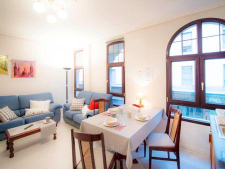 Roomy single bedroom in a 4-bedroom flat, in the San Francisco neighbourhood