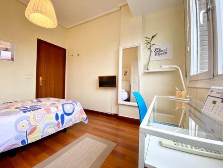 Single bedroom in 7-bedroom apartment
