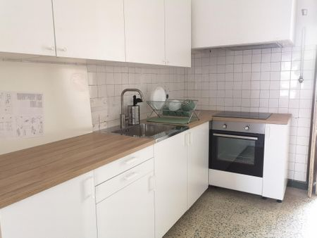 Bright and clean single bedroom in Coimbra