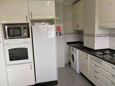 SIngle beroom in 5-bedroom apartment next to ISEC - University of Coimbra Polo I