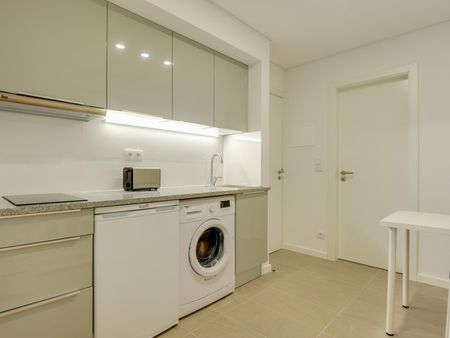 Elegant studio in a residence, near the Coimbra train station