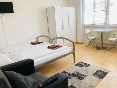 Double bedroom in a 3-bedroom apartment near Elise-Tilse Park