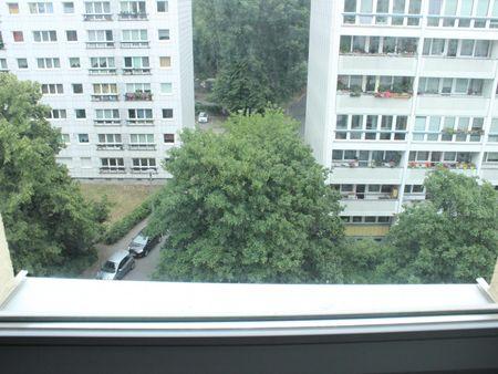 Pleasant single bedroom in a 4-bedroom flat in Friedrichshain