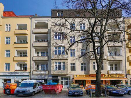 Charming single bedroom in a 4-bedroom apartment near Berlin - Charlottenburg transport stop