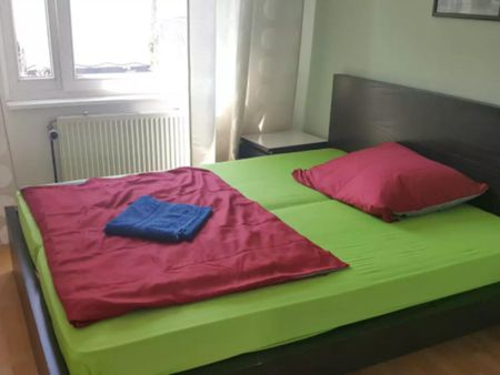 Nice single bedroom in a 5-bedroom apartment near U Kochstraße Checkpoint Charlie transport station