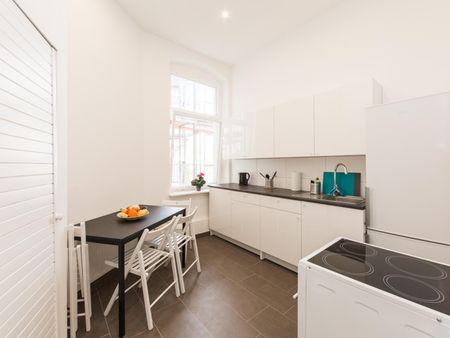 Amazing single bedroom in a 5-bedroom apartment near Prenzlauer Allee/Ostseestr. (Berlin) tram stop