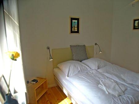 Nice 2-bedroom apartment near Boxhagener Str./Holteistr. (Berlin) tram stop