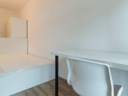Enjoyable room in 4-bedroom apartment in Kreuzberg