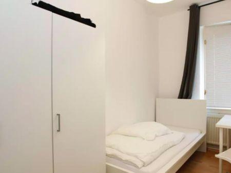 Comfortable Single Bedroom in Britz