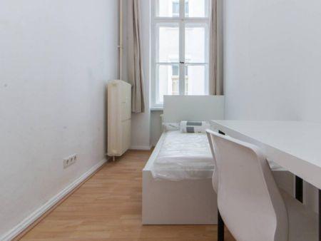 Neat room in 3-bedroom apartment in Schöneberg