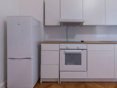 Spacious room in 3-bedroom apartment in Charlottenburg-Wilmersdorf